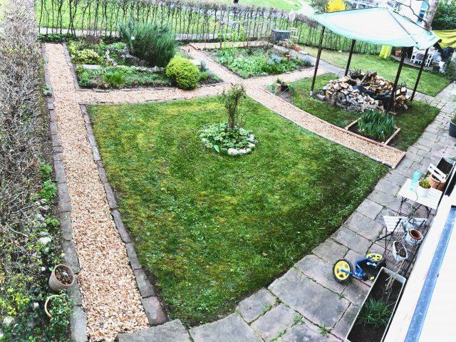 Haus- und Hofputztag im hinteren Garten